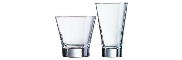 Krüge und Gläser